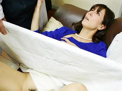 不妊に悩み訪れた診療所で変態治療を施され中出しをせがむ淫乱女になった人妻