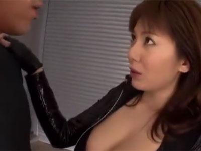 伝説的女優の麻美ゆまが様々なコスプレ姿で勃起チンポにご奉仕