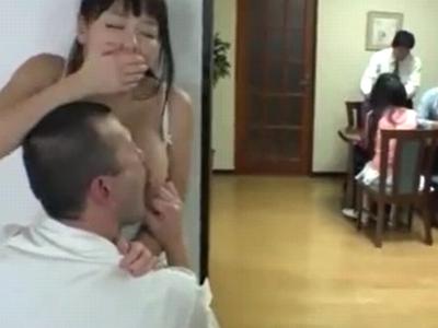 「声出しますよ…!」家族が近くにいるのに生ハメ調教される人妻
