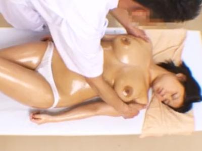 ロリ爆乳娘がわいせつ施術で変態マッサージ師に生ハメされる一部始終