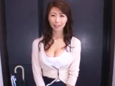 ハミパン&ハミ乳しまくりで明らかに誘ってる巨乳家政婦に性処理をお願いしてヤリまくりw