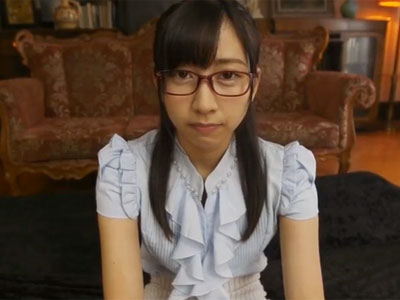 眼鏡の似合う真正ドMお姉さんを首絞めで責めながらピスハメ