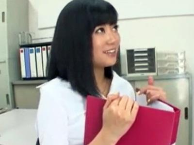 男子生徒を職員室に呼び出してディープスロートフェラでザーメンを搾り取る痴女教師