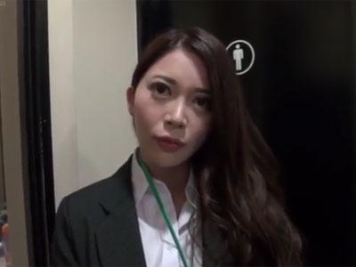 非常に有能なSOD女社員のストレス解消息抜きフェラチオ