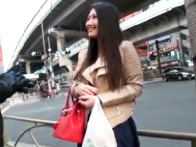 買い物帰りの巨乳妻を口説いてNTRハメ!熟れたパイパンマンコを堪能w