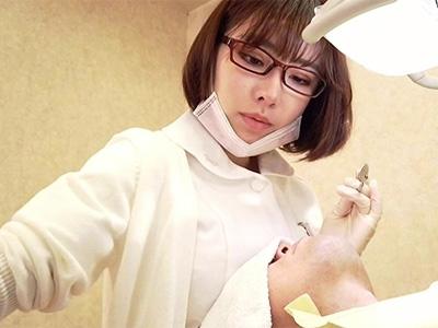 患者を欲情させる歯科助手!まわりにバレないようコッソリ挿入して何度も膣アクメw