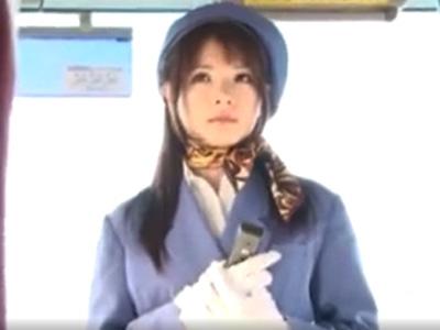 乗客たちに目をつけられた美人なバスガイドがバス内で輪姦レイプ被害に!