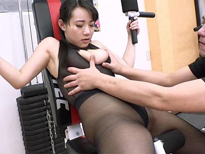 パンストレオタード姿でトレーニング中にインストラクターにハメられる巨乳美女w