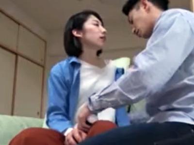 「もう欲しいの‥」美人妻が不倫相手と生々しい濃密接吻性交する様子