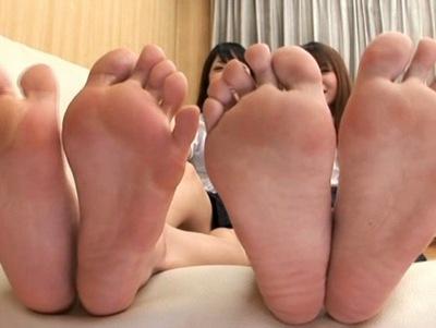 「まだ嗅ぐのぉ~?笑」美少女たちの足の裏を堪能するフェチ系動画