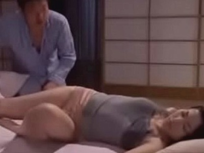 夜這いされた巨乳妻…求められる性欲に抗えず抵抗しながらも汗だくSEX