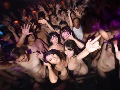 コイツは激ヤバ!六〇木のクラブでガチで行われた中出し乱交パーティの一部始終
