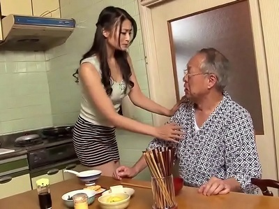 「お義父さん…」傲慢嫁の裏の顔は実はドM→爺さんにオマンコ弄られて立場逆転w