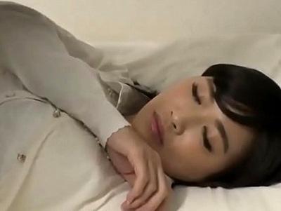 家庭訪問にきた先生に睡眠薬大量投与→寝ている間、猿のようにハメ倒し中出しレイプ