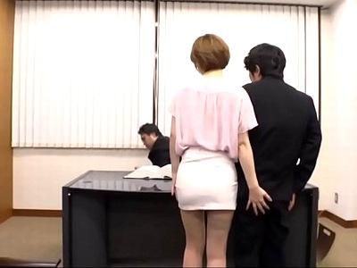 校長先生との面談の際も教え子チンポを刺激してくる痴女教師が…先生不在時に校長室パコw