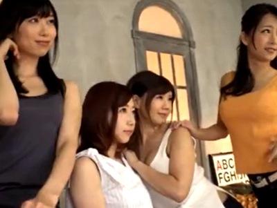 ジーンズのモデル撮影のはずがカメラマン1対痴女4のハーレム展開にw