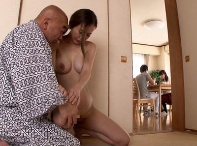 「ぉ、お爺ちゃん…すごぃ…ッ!」姑に代わり義父の性処理を命じられた妻が寝取られ調教