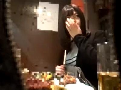 居酒屋で独りで飲んでた素人OL!めちゃくちゃ怪しん出る美人さんをホテルに連れ込み盗撮成功