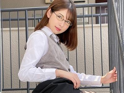 神メガネの美脚OLがパンスト履いたまま発情調教SEX