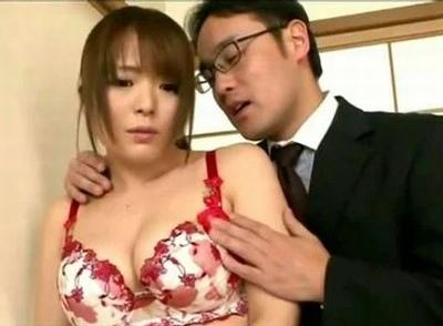 下着モデルになった若妻を寝取る!下着屋の妻として卑猥な営業を求められて中出しNTR