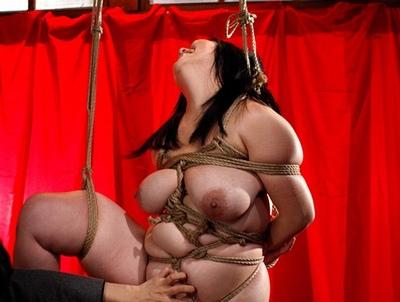 縄が食い込むジューシーボディ!肥えた熟女様は緊縛調教で満たされて…