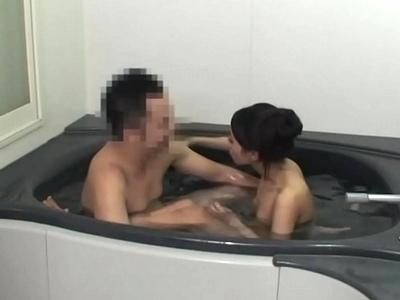 「いつもこうだもん」いい歳して一緒に風呂に入る娘→父のチンポに発情してフェラチオ