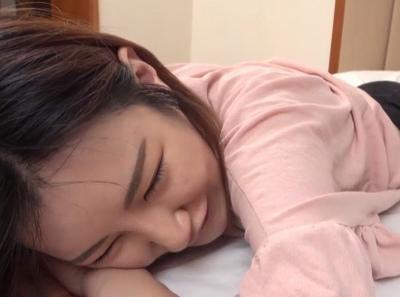 「キモチィィ♡」韓国式マッサージでやってきた美人マッサ師と仲良くなってハメ撮り成功