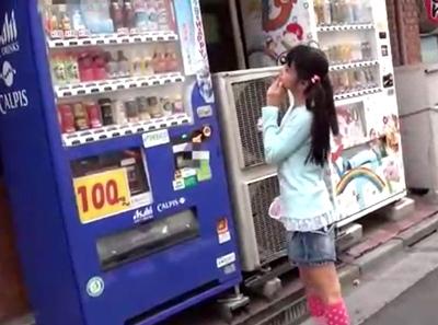 「やだヤダ!誰かぁーー!」街で見かけたアウロリ幼女をガチレイプ!恐怖で震える体に覆いかぶさりハメ撮り完了