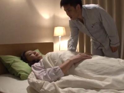 むっちり熟れた嫁母の夜這いに成功→毎晩落ち着かない性欲をスッキリさせてくれる義母