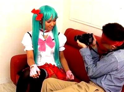 「ご主人様のためならいいよ…♡」ロリコスプレイヤーのアソコを接写で撮影しながらのイチャラブオフパコ