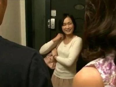 田舎から一人で上京してきた嫁母→笑顔にまだ輝きが残っている美熟女と近親相姦