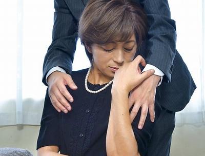 未亡人が2割増しで見えるのはなぜなのか…悲しさと欲望を埋める美熟女の寝取られパコ