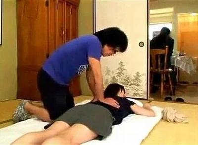 訪問マッサージ師に寝取られた団地妻たち!膣の中までトロトロに解されてリピート確定!