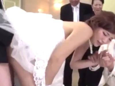 人生で最高の日である結婚式!こんな祝いの日は親戚一同で家族団らんな大乱交w