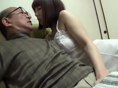 甲斐性なしの夫より…義父チンポに堕ちた妻!ネットリ絶倫チンポで毎晩汗だくパコ