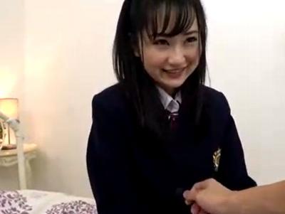 ハニかんだ笑顔が激カワ!黒髪アイドル系JKとイチャコラハメ撮り