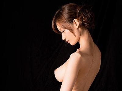 目を疑うようなスーパーボディ!これが日本のおもてなし精神を備えた旅館女将