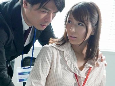 女は強引な男に弱い!失業中の夫を支える美人妻が職場上司に流されるまま不倫関係にw