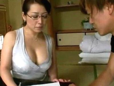 この恰好誘ってるだろ!?インテリ系の熟女家庭教師が思春期チンポを刺激して性授業にw