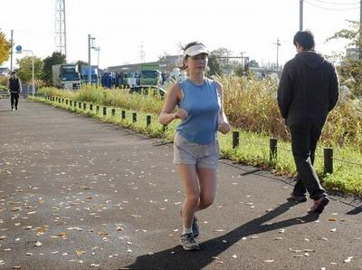 毎日爆乳を揺らしながら走っている人妻ジョガーが見られてハメることに快感を覚えて…