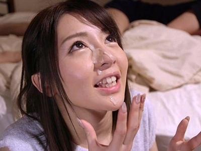 「すんごぃ量…♡」人妻OLが若チンポの一撃顔射にうっとり→毎日のように寝取られパコw