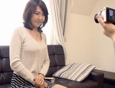 そんなお母さん…静岡の熟女が息子に内緒で出稼ぎAV出演!