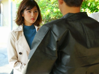 美人彼女が彼氏との旅行先でまさかの元カレと再会!彼氏の目を盗んでガッツリNTRパコ