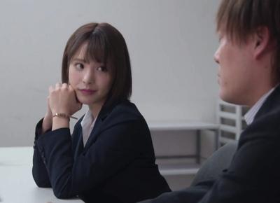 ひょんなことから美人同僚の家へ→無意識に誘惑してくる同僚に我慢できない!