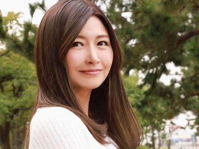 ピュアな心と身体…36歳・美人過ぎる人妻がAVデビュー!