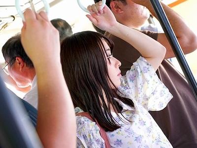 バス内で狙われた美女が2穴同時バイブで固定されて…歩くことも困難な極悪調教にw