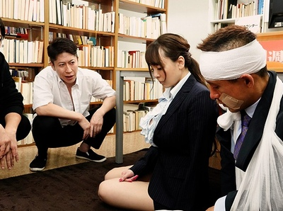 「ちょっとあなたたちヤメなさいよ!」イジメを止めたはずの女教師が今度はDQN生徒の標的にされて…