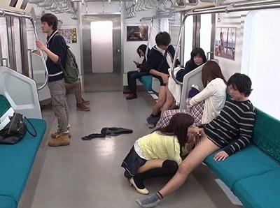 レイプが合法化された世界では電車内でも当たり前のように女達は犯されてw