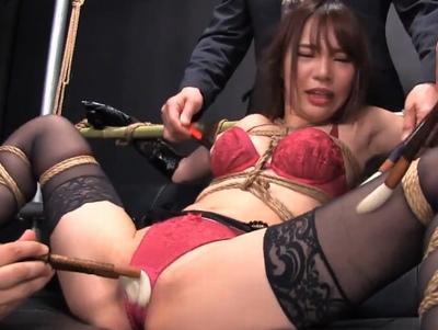 「何なのよコレ…」女王様クラブのナンバー1嬢が全身固定されて逆レイプの餌食に!