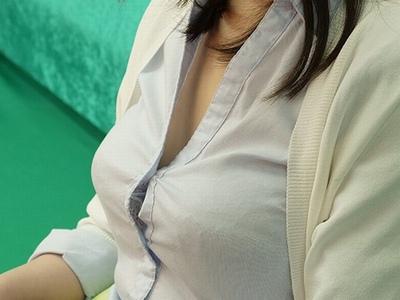 無防備な日常の胸チラ・パンチラに発情してラッキーパコ展開にw